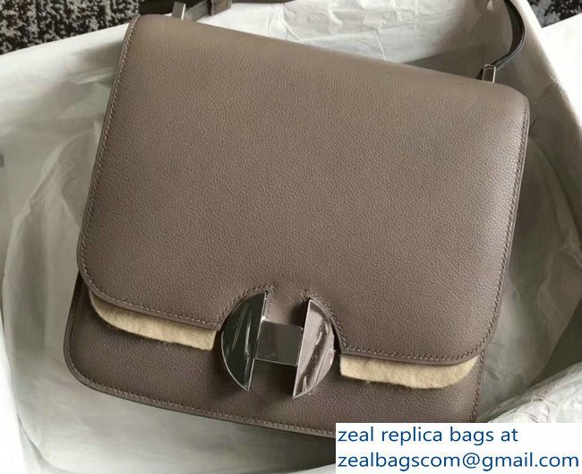 Hermes 2002 - 26 Bag Etoupe In Evercolor Calfskin With Adjustable Strap