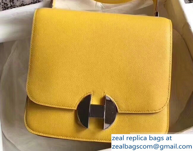 Hermes 2002 - 26 Bag Yellow In Evercolor Calfskin With Adjustable Strap